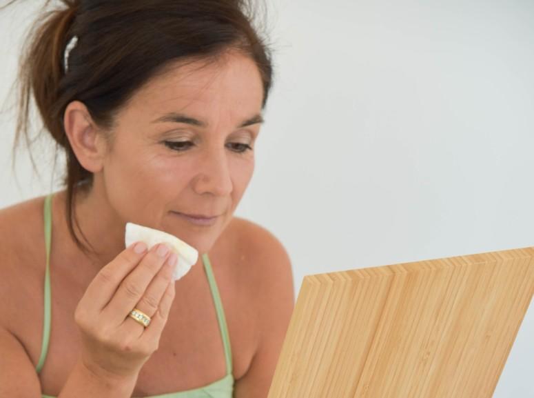 Make up verwijderen en gezicht schoonmaken met natuurlijke verzorging