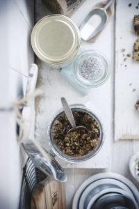Recept granola met chocolade en blauwe bessen