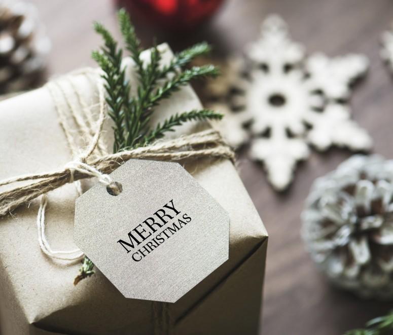 Amanprana viert kerstmis met een heerlijk natuurlijk dessertje, kweepeer gepocheerd in granaatappelsap