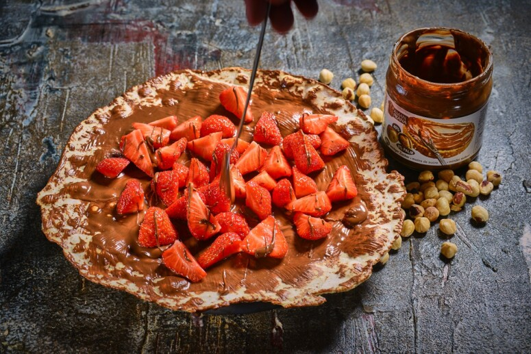 dessert pizza with chocolate and strawberries