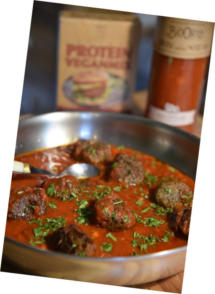 Vegan balls seitan from Bertyn with tomato sauce served in a pan