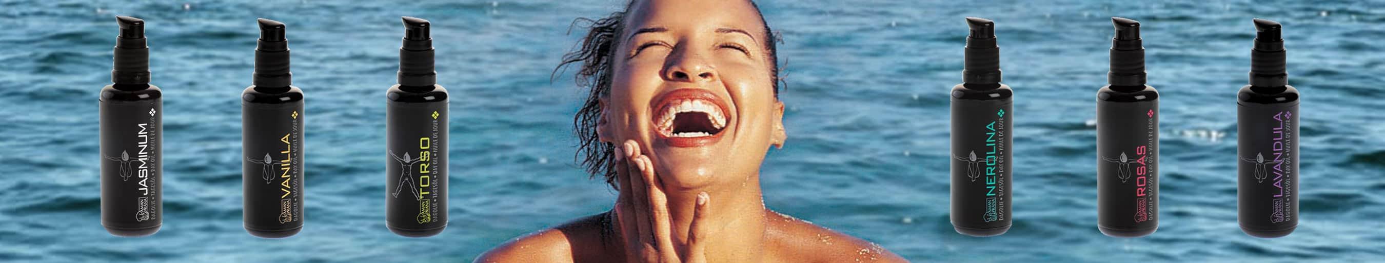 Vrouw in zee doe de amanprana gezichtsolie gebruikt