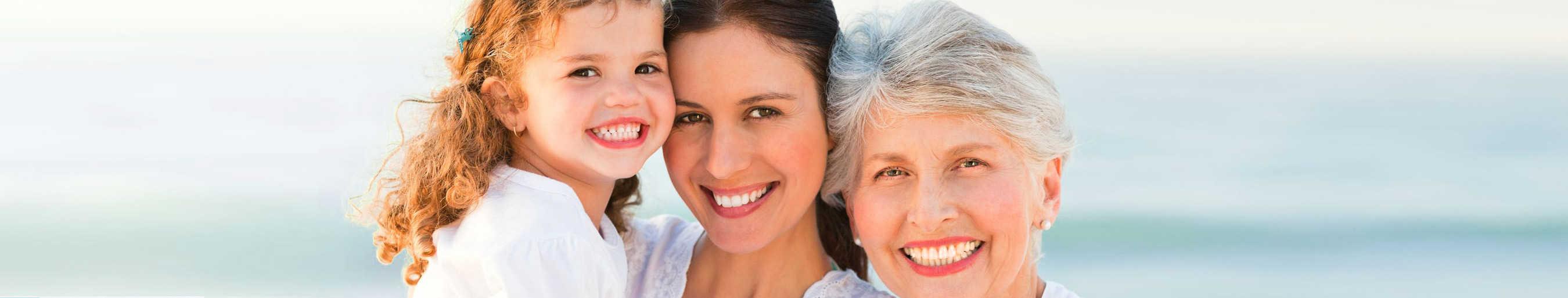 3 generaties vrouwen Shangri-la serum van Amanprana voor eeuwige jeugd